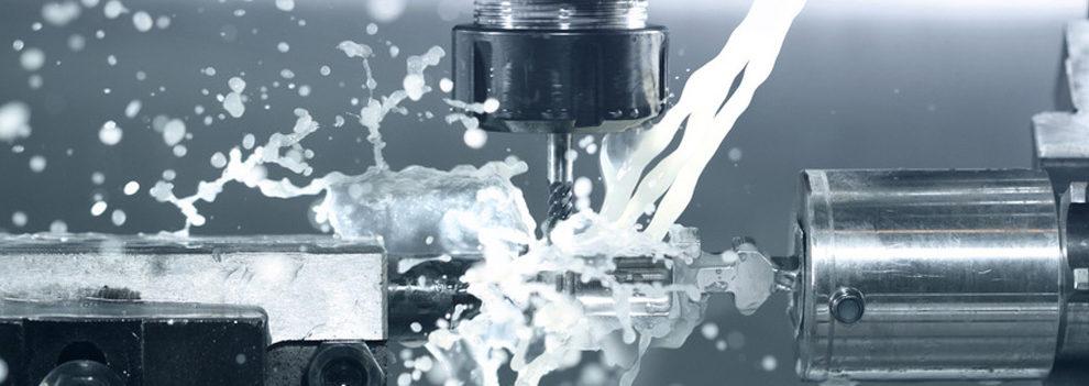 Bohrung mit Wasserkühlung. Produkte vom Werkzeugschleifer